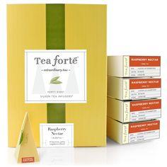Event Box / Raspberry Nectar - Bitki Çayı | Tea Forté Dünyanın en seçkin kuruluşlarında servis edilen, pek çok ödül kazanmış bir çay gurmesi olan Tea Forté, benzersiz tatları ve sunumlarıyla aşık ediyor.   Tea Forté tiryakileri için piramit formunda 48 adet ipeksi poşet çay bir arada! Raspberry Nectar; kuşburnu, hibiskus, elma parçaları, ahududu ve portakal kabuğu içeren tatlı bir bitki çayı harmanı.   Sıcak servis edilebildiği gibi, buzla soğuk da servis edilebilir.   Kafein içermez.