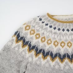 Feuerfangen's Riddari with short rows , – Knitting patterns, knitting designs, knitting for beginners. Knit Wrap Pattern, Shrug Knitting Pattern, Baby Knitting Patterns, Knitting Designs, Knitting Projects, Crochet Fabric, Knit Or Crochet, Icelandic Sweaters, Fair Isle Knitting