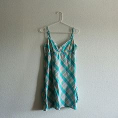 Long tank top / Short dress It is an extra large tank top but can be worn as a dress. Pockets on each side Roxy Tops Tank Tops