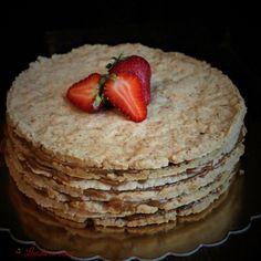 #cake #dulcedeleche #bakedwithjoy #madewithjoy #paulamoldovan #livadacuvisini #wine #flowers #sweets #gift #celebrate #happybirthday #lamultiani #cadouri #dulciuri #flori #bucuresti Happy Birthday, Sweets, Wine, Breakfast, Flowers, Gifts, Food, Dulce De Leche, Happy Brithday
