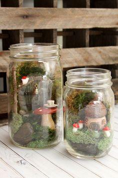 Lovely Fairy Garden Ideas In A Pot Mason Jars 15 Magical Fairy Garden Ideas Pot Mason Diy, Mason Jar Crafts, Fairy Crafts, Garden Crafts, Garden Ideas, Decoration Communion, Fairy Terrarium, Terrarium Ideas, Mason Jar Terrarium