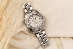 Exceptional quality, a great appearance and manageable prices: The Breitling Colt Oceane (Ref. A77350) for ladies is an excellent basis for collecting watches. Breitling Colt, Breitling Watches, Bracelet Watch, Quartz, Steel, Luxury, Diamond, Bracelets, Silver