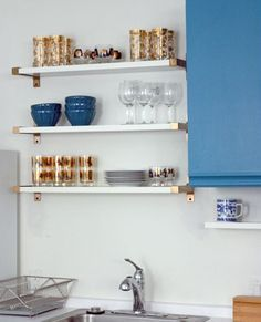 A Glam Kitchen Detail On a Budget: IKEA Shelf Brackets Spray-Painted Gold!so much easier than floating shelves! Gold Shelves, Floating Shelves, Ikea Wall Shelves, White Shelves, Ikea Shelves Bedroom, Brick Shelves, Mounted Shelves, Hackers Ikea, Kitchens