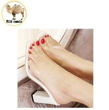 Moda de verano 2015 elegante transparente tacones gruesos sandalias  zapatillas mujeres Slip On Party deslizador de 3c9c659cd5c2