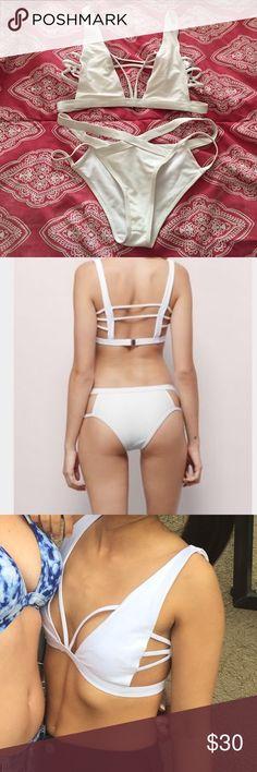 NWOT White Bikini this bikini is sooooo hot but it's too big on me 😭 willing to trade for an extra small!! Tobi Swim Bikinis