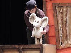 """Imagen del espectáculo de teatro en inglés para educación infantil y primer ciclo de primaria """"The vain little mouse""""."""