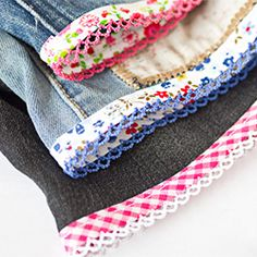 Turning torn jeans into shorts, using pretty bias tape. Tutorial in Swedish and English.