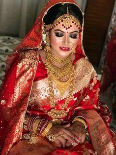 Silver Bracelet With Diamonds Bengali Bridal Makeup, Bengali Wedding, Bengali Bride, Indian Bridal Lehenga, Beautiful Indian Brides, Beautiful Bride, Black And Silver Eye Makeup, Bengali Jewellery, Wedding Hijab Styles