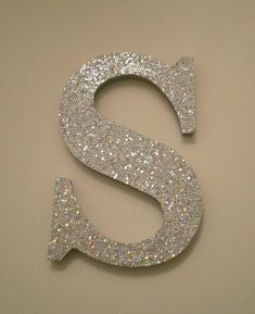 Personalize and sparkle your wall with names, words or initials! These sparkling glitter letters are made from wood and have a glitter stock
