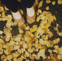 i have a thing for feet + leaves pictures