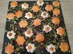 Fiorellini aperitivo con formaggio e salmone