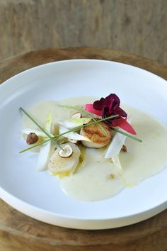 I Want Food, Love Food, Fish Recipes, Gourmet Recipes, Coquille St Jacques, Bistro Food, Fancy Dinner Recipes, Mets, Food Presentation