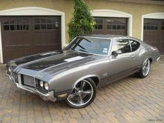 streetrai: Oldsmobile Cutlass 442. Sweet.