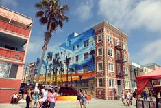 Want to live like a local and get the most out of your experience in Venice Beach, California? Read this article and learn the ins and outs.