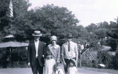 These are unknown family member but it is a cool old pic
