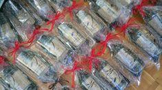 Mi Detalle, todo tipo de detalles de boda y complementos, recuerdos de bautizo, comunión y para cualquier celebración. Disponemos de artesanía de Asturias, madreñas, sidra natural y vasos de sidra. Invitaciones de boda originales, complementos para arras y alianzas. Pero sobre todo nuestros detalles están personalizados, son detalles únicos. Gift Wrapping, Natural, Gifts, Vases, Wedding Invitations, Gift Wrapping Paper, Presents, Wrapping Gifts, Favors