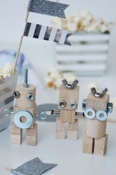 basteln malen Kuchen backen: Roboter-Party* make your own cake baking: robot party * Pottery Painting, Diy Painting, Pottery Art, Diy For Kids, Crafts For Kids, Arts And Crafts, Wood Crafts, Diy Crafts, Painted Mugs