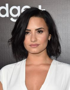 "Demi Lovato has been on our screens and in magazines since That is an entire century! Since this timeRead More Beautiful Hairstyles Demi Lovato Has Rocked Over The Years"" Pelo Demi Lovato, Demi Lovato Hair, Demi Lovato Style, Popular Hairstyles, Bob Hairstyles, Celebrity Hairstyles, Superkurzer Pixie, Short Hair Cuts, Short Hair Styles"