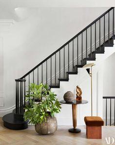 See Inside the Couple's Home Renovation Collaboration with Elizabeth Roberts - Architectural Digest Home Design, Design Entrée, Bar Interior, Interior Design, Interior Doors, Black Staircase, Staircase Design, White Stairs, Black Painted Stairs