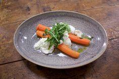 alkuruoka mozzarellasta ja porkkanasta.