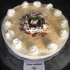 #Lemon #curd #cheesecake Frisse #nobake #citroentaart met een #oreo-koekjesbodem en zelfgemaakte #lemoncurd, verse #roomkaas en #slagroom.