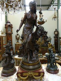 05 Sculptures Antiques From Europe Clock Decor, Iron Decor, Bronze Sculpture, Arrow Keys, Close Image, Wood Art, Statues, Medieval, Decorative Boxes