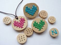 DIY embroidery accessories (and fimo) Hat Crafts, Diy And Crafts, Crafts For Kids, Arts And Crafts, Learn Embroidery, Cross Stitch Embroidery, Embroidery Jewelry, Embroidery Thread, Camping Crafts