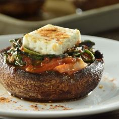 There is no tastier mushroom than the portobello, now imagine how delicious this recipe is, since they come filled with spinach. The Portobellos Stuffed with Spinach is the ideal recipe for your children to start eating a little more vegetables. Vegan Recepies, Raw Food Recipes, Cooking Recipes, Healthy Recipes, Delicious Recipes, Easy Recipes, Vegetarian Recipes, Healthy Menu, Healthy Dishes