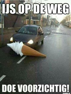 Ice on the road. Be careful! Really Funny, Funny Cute, Hilarious, Funny Images, Funny Pictures, Funny Pics, Funny Instagram Memes, Funny Bunnies, Stupid Funny Memes