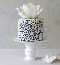 black and white cake images – Andrea McLean black and white cake images black and white cake images Pretty Wedding Cakes, Pretty Cakes, Beautiful Cakes, Amazing Cakes, Black White Cakes, Black And White Wedding Cake, Purple Wedding, Gold Wedding, Cake Images