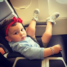 """Emilia means business when she flys in business class #sacconejolys #businessbaby"""
