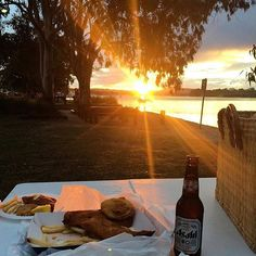 Ending the day by grabbing some takeaway fish and chips and watching the sun go down by the Noosa River... it doesn't get much better than this!