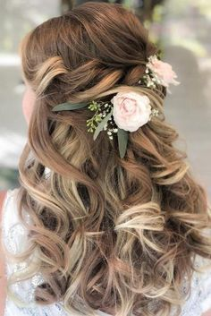 Wedding hairstyles half up half down with veil with flowers bridal hair long hair short hair long hair brunette blonde redhead braid straight and curly hair! Check our our other boards for bridal aesthetic and wedding planning tips Prom Hairstyles For Short Hair, Wedding Hairstyles Half Up Half Down, Half Up Half Down Hair, Wedding Hair Down, Bride Hairstyles, Down Hairstyles, Wedding Updo, Sweet 16 Hairstyles, Half Up Curly Hair
