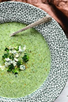 Broccoli Stilton Soup is acomforting (and upscale) broccoli cheese soup ready in 30 minutes ~ pair it with crusty bread for a winter feast. #soup #stilton #broccoli #broccolicheese #bluecheese #dinner #creamofbroccoli #recipe #best #easy #30minute #british Broccoli And Stilton Soup, Broccoli Cheese Soup, English Cheese, Gorgonzola Cheese, Frozen Broccoli, Sprouts With Bacon, Vegetable Puree, Hot Soup, Unique Recipes