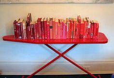 tábua de passar como suporte para livros! #amei