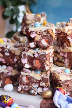 This post may contain affiliate links. Please see my disclosure for more details! A delicious No-Bake Easter Rocky Road packed full of all things sweet. Rocky Road Cupcakes, Rocky Road Cookies, Rocky Road Cake, Rocky Road Fudge, Best Rocky Road Recipe, White Chocolate Rocky Road, No Bake Fudge, Fudge Pops, Janes Patisserie