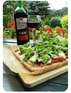CornerWithRecipes: Pizza z mąki pełnoziarnistej z mozzarellą i rukolą...