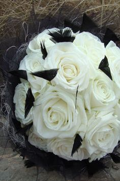 White roses with black feathers! #wedding