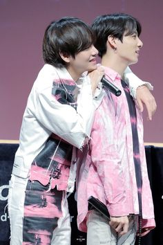 Read from the story ¡Jungkook, Sal Conmigo! ♡Taekook/Vkook♡ ᴺᵉʳᵈ by Jjuunggkook (【🍒】) with reads.