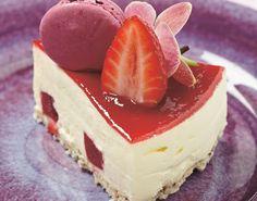 Bær, likør og iskrem blir perfekt sammen. Prøv denne herlige Amaretto-iskaken! Cheesecake, Recipes, Food, Cakes, Drinks, Summer, Drinking, Beverages, Cake Makers