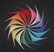 string art paso a paso String Art Tutorials, String Art Patterns, Nail String Art, String Crafts, Math Art, Thread Art, Paper Embroidery, Pin Art, Diy Arts And Crafts