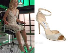 "Felicity wears Jimmy Choo in ""Irreconcilable Differences"" Fashion Tv, Fashion Heels, Womens Fashion, Ankle Strap Shoes, Strap Heels, Felicity Smoak, Giuseppe Zanotti Heels, Wedding Heels, Irreconcilable Differences"