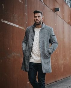 Not sure what to wear this holiday season? Click this article on LLEGANCE to read about the best holiday party outfits for men this year. Casual Street Style, Casual Chic, Men Casual, Workwear Fashion, Men Fashion, Fashion Menswear, Mens Fashion Outfits, Fashion Styles, Smart Casual Menswear