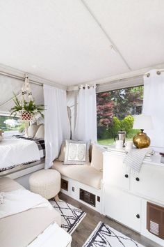 For the individuals who love undertakings and trekking, a camper trailer can add to your delights. Contemplating the benefits supplied by camper trail. Caravan Makeover, Caravan Renovation, Popup Camper Remodel, Travel Trailer Remodel, Pop Up Tent Trailer, Lofts, Van Home, Van Living, Remodeled Campers