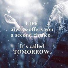 La vita ti offre sempre una seconda possibilità. Si chiama domani.