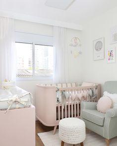 Quarto rosa: 75 fotos incríveis de dormitórios nessa cor tão feminina Baby Bedroom, Baby Room Decor, Girls Bedroom, Best Baby Cribs, Baby Corner, Baby Room Design, Girl Room, Toddler Bed, Loft