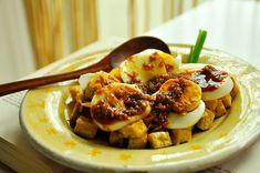Tempeh, Tofu, Indonesian Food, Okra, Yams, Good Food, Asian, Snacks, Meat
