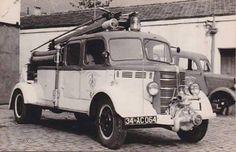 1946 model bedford itfaiye aracı. 1980 yılları başına kadar adalar grubunda yangın söndürmeye çalışırdı.