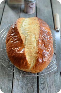 La gâche vendéenne a été ajoutée à la liste des denrées européennes protégées. Cette brioche à la crème fraîche et au beurre, produit du terroir vendéen, plus proche de la tradition que la brioche vendéenne, la gâche se différencie de cette dernière par...