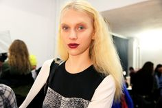 Self-love with Tom Pecheux and mastering Orlando Pita's not frizzy-frizzy hair Berry Lips, Crimped Hair, How To Do Nails, How To Wear, Derek Lam, Catwalk, Curly Hair Styles, Fall, Backstage